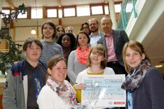 Ampack spendet 1026,- Euro: Mit Glückskeksen für mehr Teilhabe