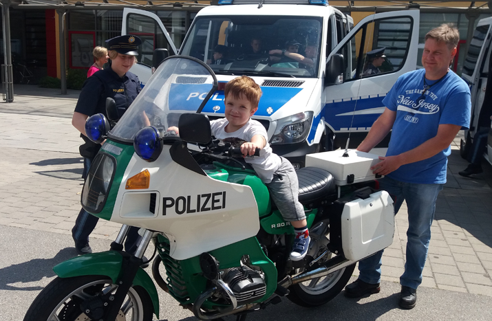 Verkehrserziehung mit der Bereitschaftspolizei Königsbrunn