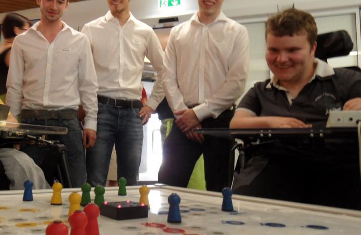 Besser Spielen, Malen, Kochen: Mechatronik-Studenten bauen Geräte für Menschen mit Handicap
