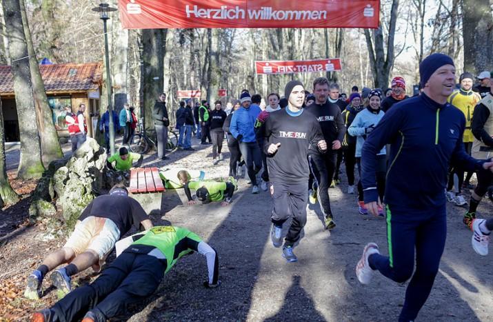 1250-Euro-Spende dank Schwabmünchner Silvesterlauf Time2Run