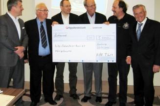 Oldtimer-Fans spenden 5000 Euro an das Fritz-Felsenstein-Haus
