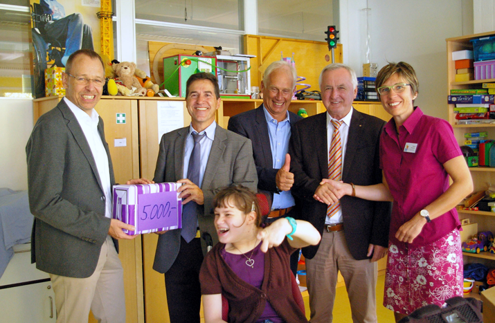 Verband der schwäbischen Volks- und Raiffeisenbanken spendet Felsensteinern 5000 Euro